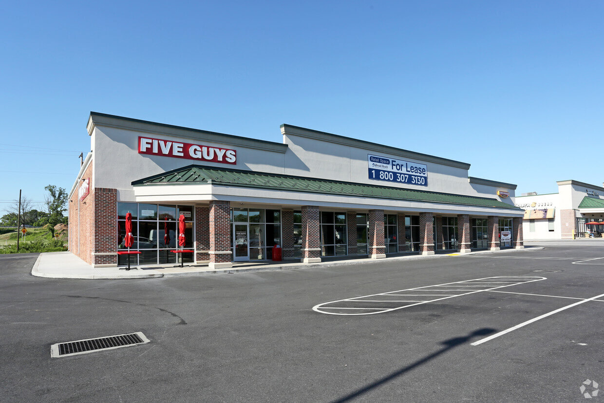 Carlisle Exterior Photo Five Guys and leasable space